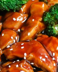 The easiest, most unbelievably delicious Teriyaki Chicken with Rice Bowls. And it'll be on your dinner table in just 15 minutes. It's much better than takeout! All you need is only a few ingredients: chicken breast, soy sauce, cider vinegar, honey and cornstarch. One of the best Asian dinner ideas! Served with rice and broccoli. Quick and easy dinner recipe. Video recipe. #Teriyaki #TeriyakiChicken #ChickenTeriyaki