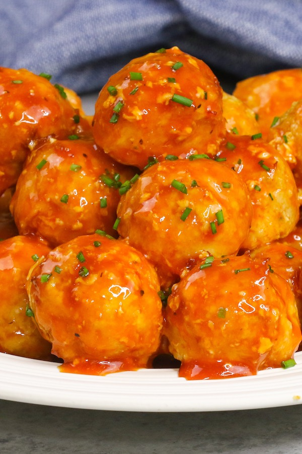 These Turkey Meatballs are tender and juicy, smothered in the delicious tomato sauce, completely melt in your mouth! It's full of flavor and great for a quick weeknight meal or appetizers for a party!