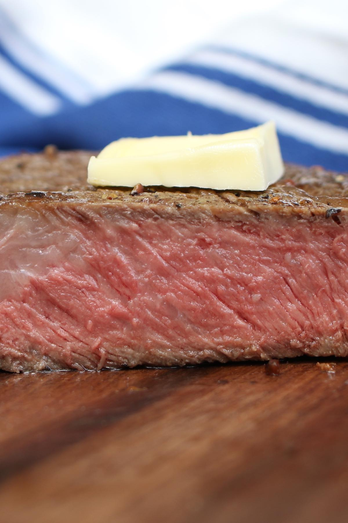 From porterhouse to flank steak, below is a complete guide on what you need to know about the most common types of steak and how to cook each cut of meat properly.