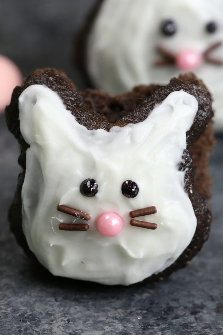 These Bunny-themed Easter Cupcakes are made using a muffin tin and foil or marbles, easiest trick ever! A cute and simple recipe that turns brownie into bunny shaped cupcakes, with only a few ingredients: brownie mix, icing and decorating sprinkles. Great for Easter parties, brunch, dessert or an afternoon snack! Party food, party dessert recipes.