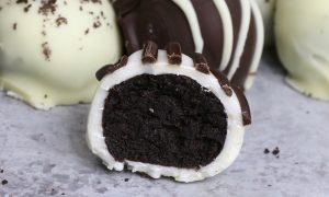 The Best Oreo Balls - the easiest and most beautiful dessert you will ever make! Only 4 ingredients required: Oreos, cream cheese, white chocolate and dark semi-sweet chocolate. Sprinkles are optional. Oreo crumbs are mixed with creamy cheesecake, and then covered with melted chocolate. So Good! Quick and easy recipe, party desserts. No Bake. Vegetarian. Video recipe.
